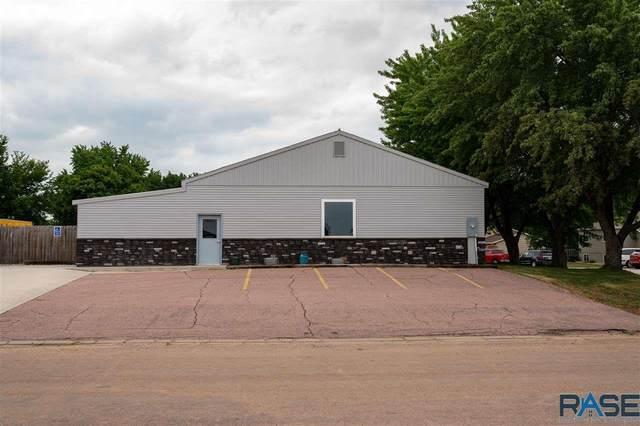 1420 E Cedar St, Brandon, SD 57005 (MLS #22104460) :: Tyler Goff Group