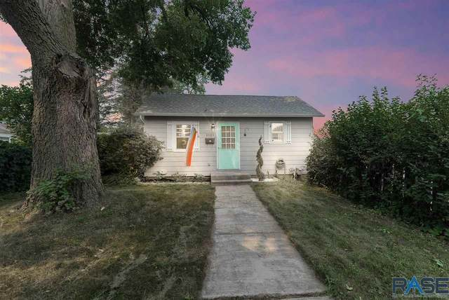 2003 S 6th Ave, Sioux Falls, SD 57105 (MLS #22104463) :: Tyler Goff Group