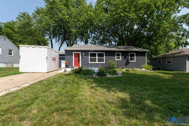2608 S Van Eps Ave, Sioux Falls, SD 57105 (MLS #22104581) :: Tyler Goff Group