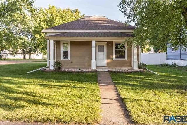 220 Rummel Ave W W, Lennox, SD 57039 (MLS #22105938) :: Tyler Goff Group