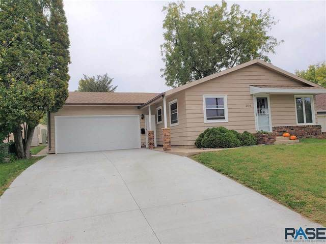 2304 W 33rd St, Sioux Falls, SD 57105 (MLS #22106005) :: Tyler Goff Group
