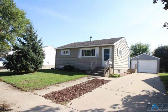 1413 W Thompson Dr, Sioux Falls, SD 57105 (MLS #22106043) :: Tyler Goff Group