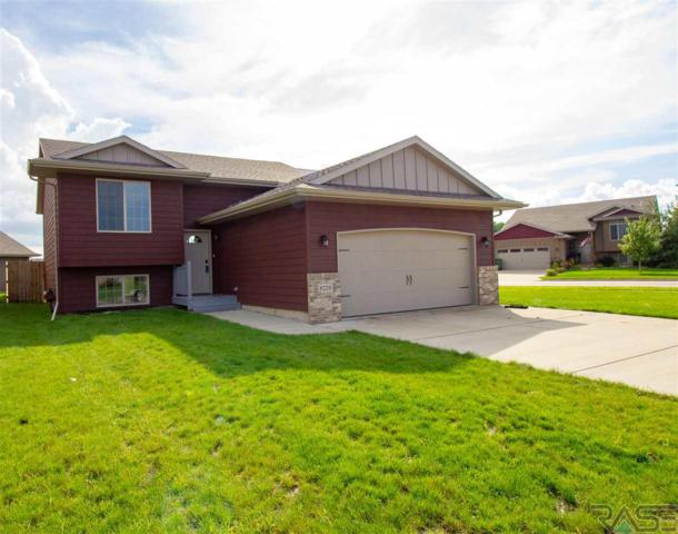 8229 W 51st St, Sioux Falls, SD 57106 (MLS #21805097) :: Tyler Goff Group