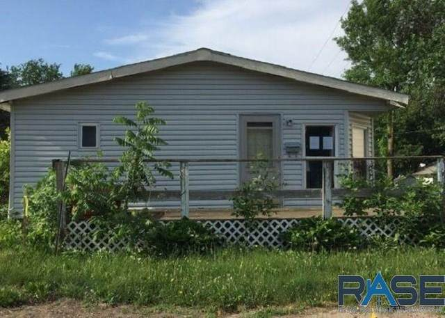 809 E 7TH St, Dell Rapids, SD 57022 (MLS #22003948) :: Tyler Goff Group