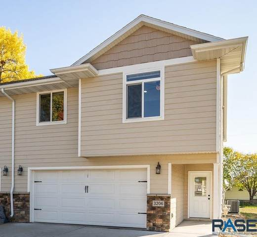 3206 S Elmwood Ave, Sioux Falls, SD 57105 (MLS #22006362) :: Tyler Goff Group