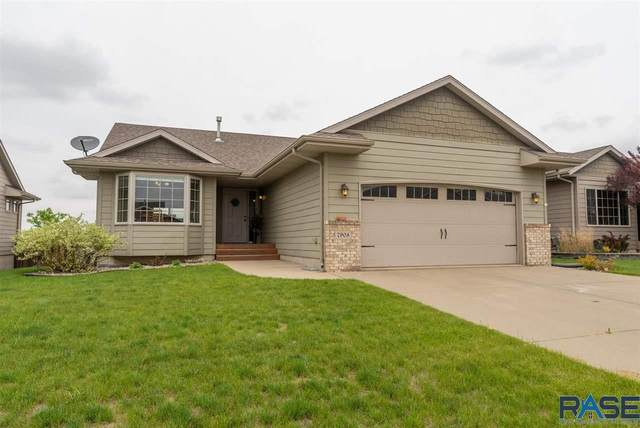 7908 W Wilson Dr, Sioux Falls, SD 57106 (MLS #22102748) :: Tyler Goff Group