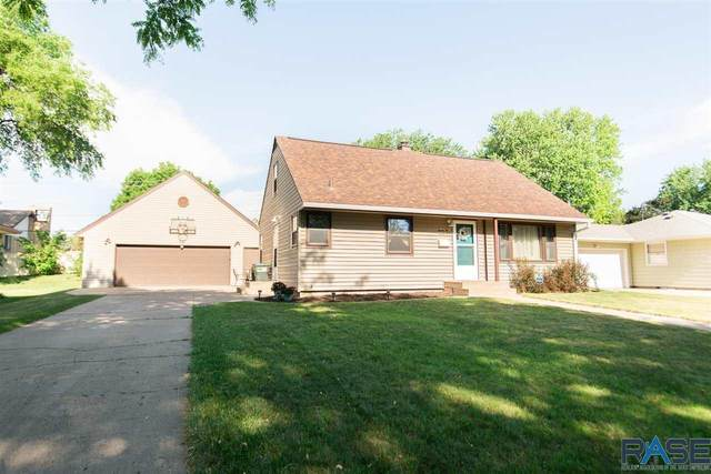 2221 S Sherman Ave, Sioux Falls, SD 57105 (MLS #22103464) :: Tyler Goff Group