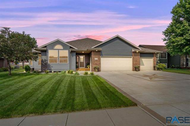 1219 S Dundee Dr, Sioux Falls, SD 57108 (MLS #22104550) :: Tyler Goff Group