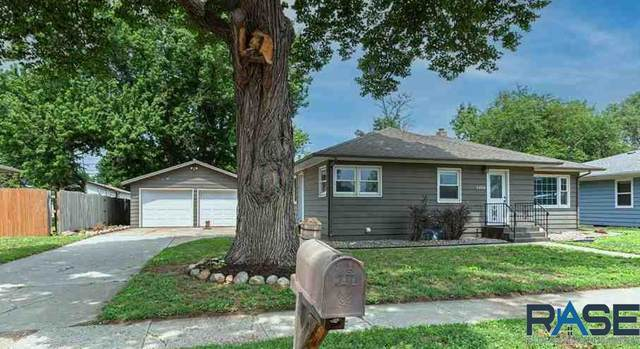 5404 W 15th St, Sioux Falls, SD 57106 (MLS #22104098) :: Tyler Goff Group