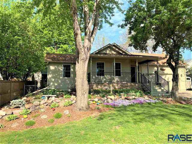 2705 S Bahnson Ave, Sioux Falls, SD 57103 (MLS #22103017) :: Tyler Goff Group
