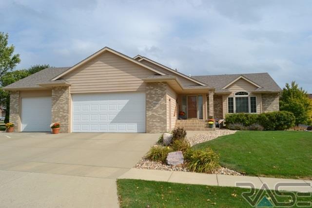 6500 S Heatherridge Ave, Sioux Falls, SD 57108 (MLS #21706058) :: Tyler Goff Group