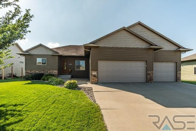 1513 S Monticello Ave, Sioux Falls, SD 57106 (MLS #21706064) :: Tyler Goff Group