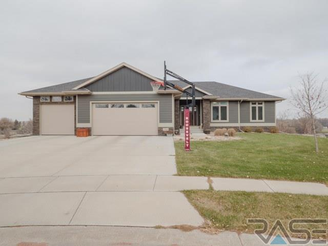 7500 W Tayberry Cir, Sioux Falls, SD 57106 (MLS #21707102) :: Tyler Goff Group