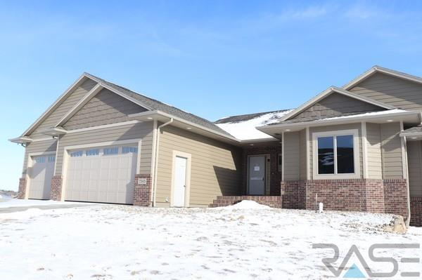 7505 S Grand Arbor Pl, Sioux Falls, SD 57108 (MLS #21800497) :: Tyler Goff Group