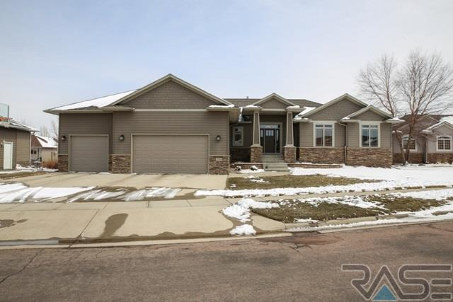 2604 S Camden Ave, Sioux Falls, SD 57106 (MLS #21801825) :: Tyler Goff Group