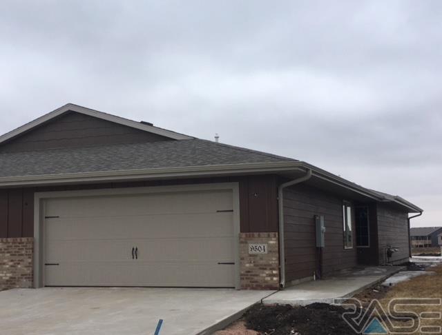 9504 W Gert St, Sioux Falls, SD 57106 (MLS #21802064) :: Tyler Goff Group