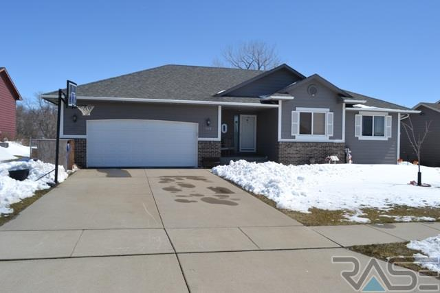 908 Woodmont Ave, Harrisburg, SD 57032 (MLS #21802112) :: Tyler Goff Group