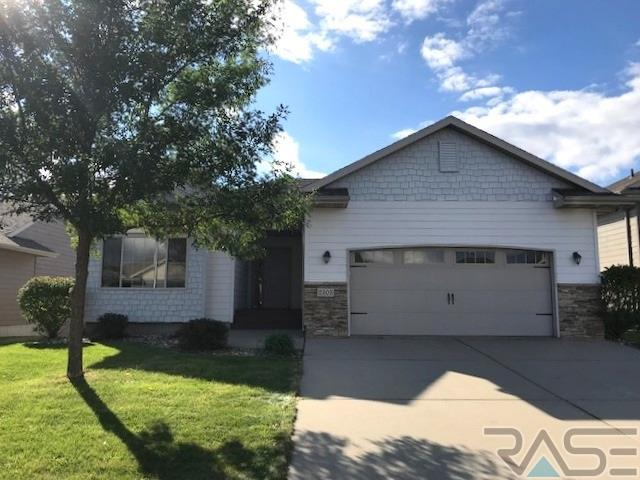 2305 S Hofstad Ave, Sioux Falls, SD 57106 (MLS #21806127) :: Tyler Goff Group