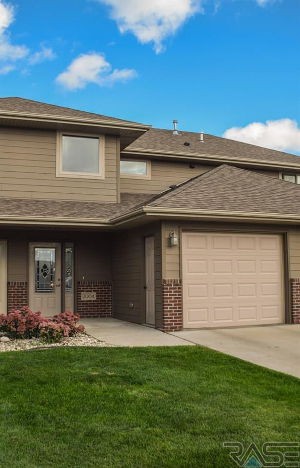 2004 S Barret Pl, Sioux Falls, SD 57106 (MLS #21806177) :: Tyler Goff Group