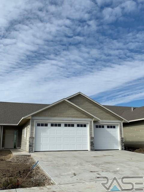 4513 S Dubuque Ave, Sioux Falls, SD 57110 (MLS #21806491) :: Tyler Goff Group