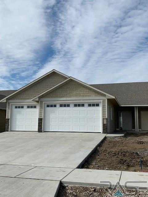 4515 S Dubuque Ave, Sioux Falls, SD 57110 (MLS #21806492) :: Tyler Goff Group