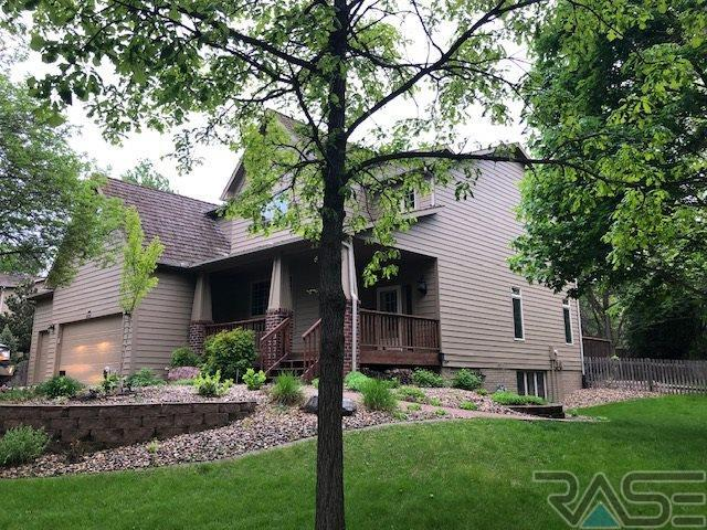 5221 S Sweetbriar Ct, Sioux Falls, SD 57108 (MLS #21903841) :: Tyler Goff Group