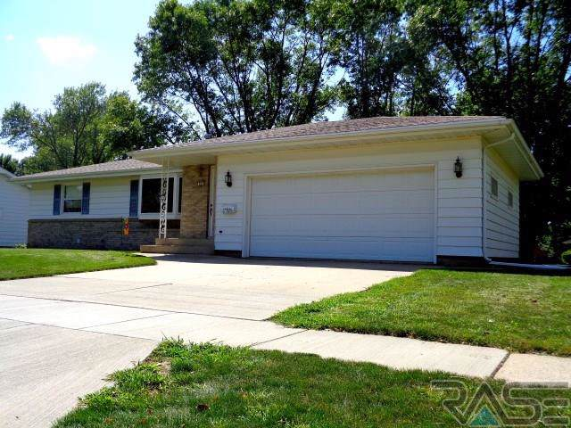 205 S 11th St, Beresford, SD 57004 (MLS #21905742) :: Tyler Goff Group