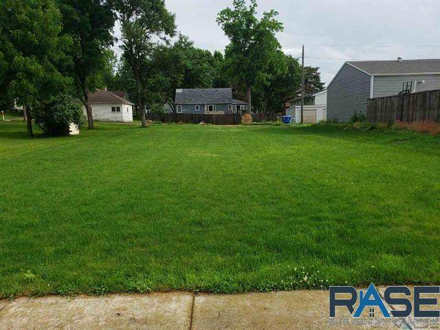 608 E 6th St, Dell Rapids, SD 57022 (MLS #22002312) :: Tyler Goff Group