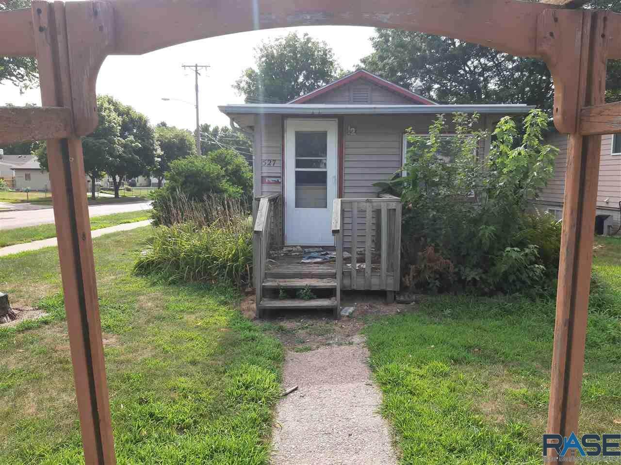527 S Hawthorne Ave - Photo 1