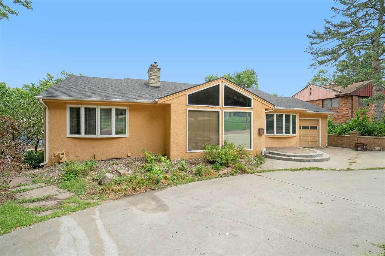 1004 Holly Dr - Photo 1
