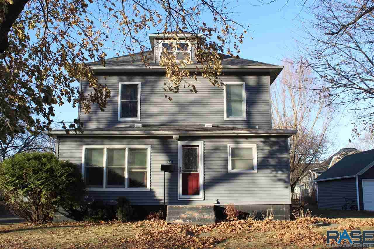 120 Maple St W - Photo 1