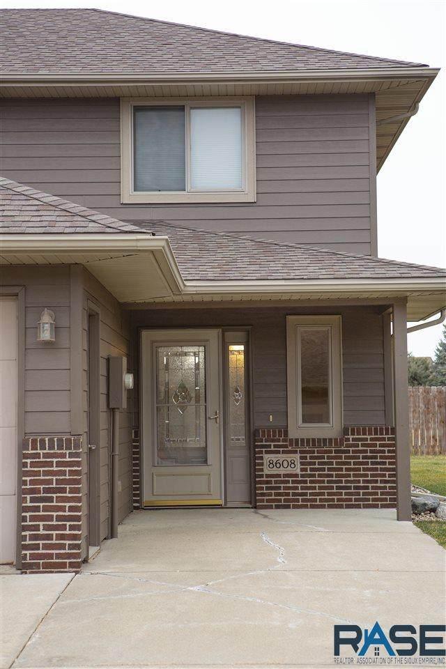 8608 West Grinn Pl, Sioux Falls, SD 57106 (MLS #22007119) :: Tyler Goff Group
