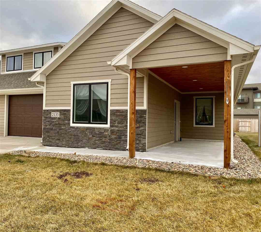 2135 Silverthorne Ave - Photo 1