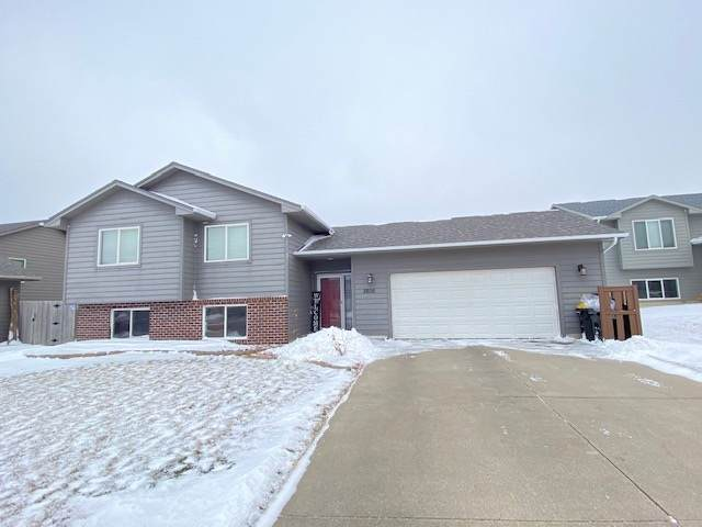 3805 S Linedrive Ave, Sioux Falls, SD 57110 (MLS #22100202) :: Tyler Goff Group