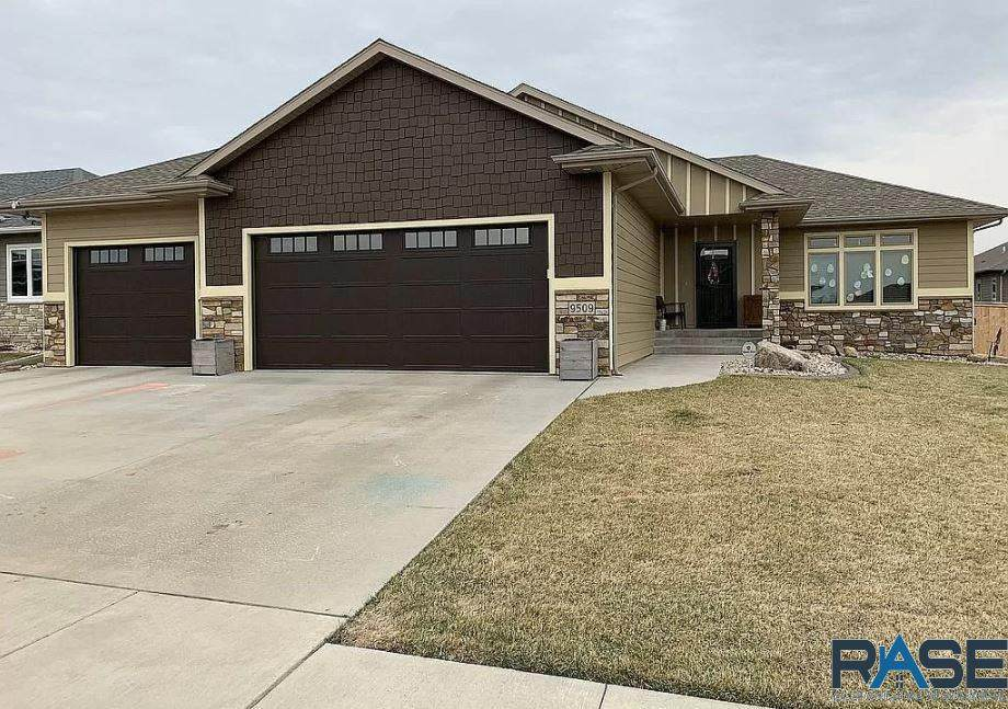 9509 Dragonfly Dr - Photo 1