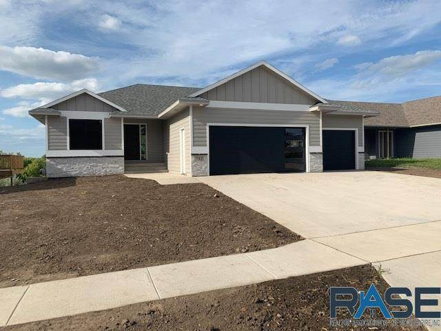 6739 E 45th St, Sioux Falls, SD 57110 (MLS #22100266) :: Tyler Goff Group