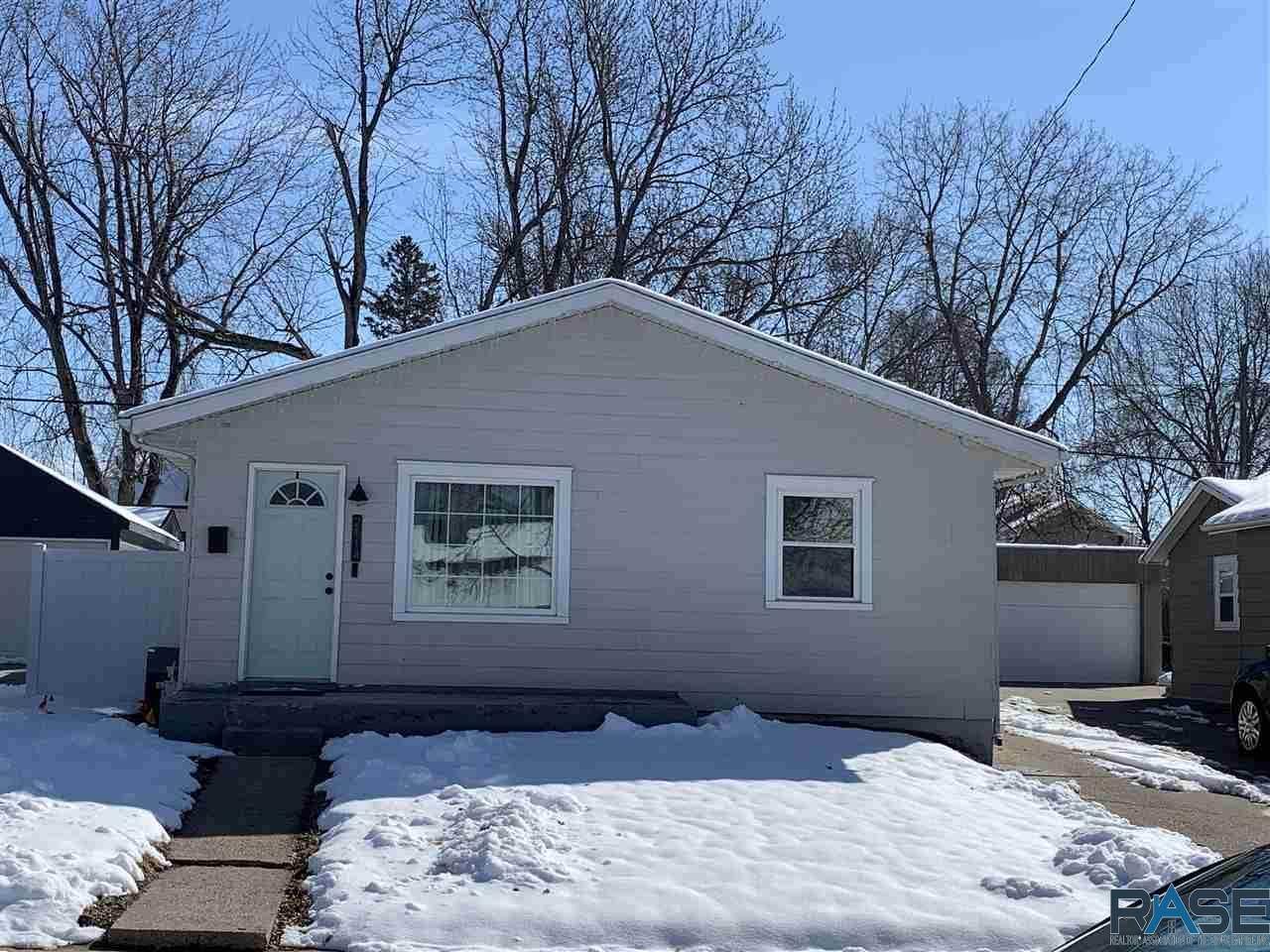 2114 Norton Ave - Photo 1