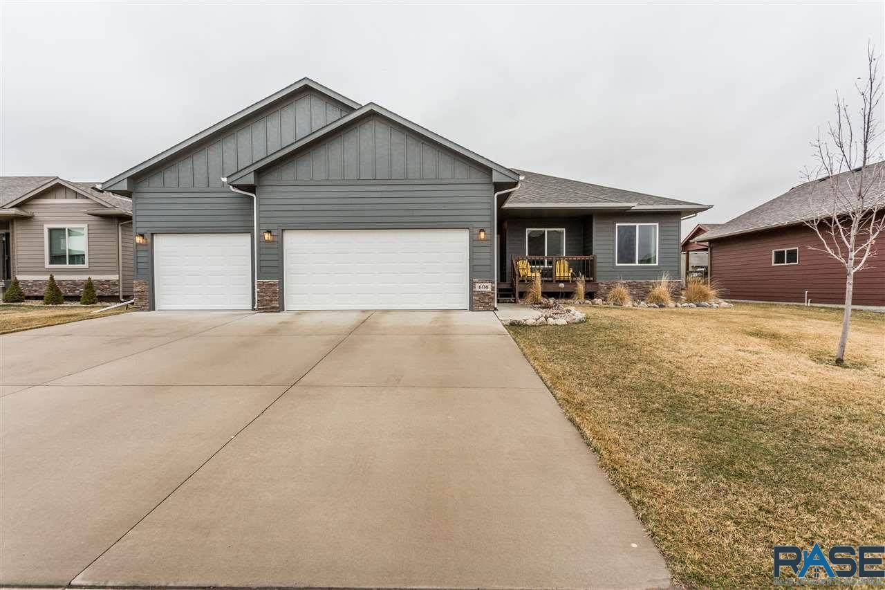 606 Marie Dr - Photo 1