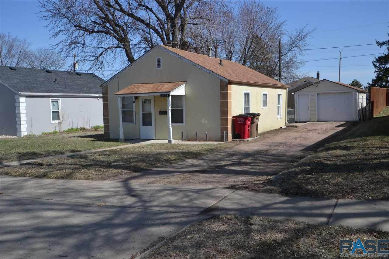 1504 Lincoln Ave - Photo 1