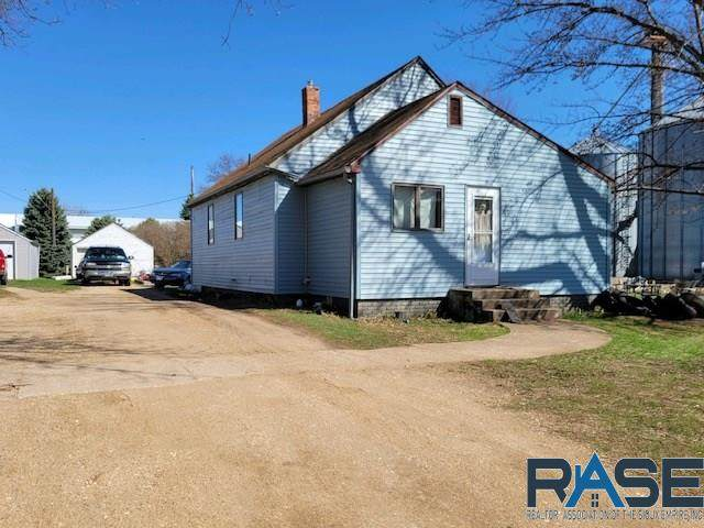 950 1st Ave, Edgerton, MN 56128 (MLS #22101922) :: Tyler Goff Group