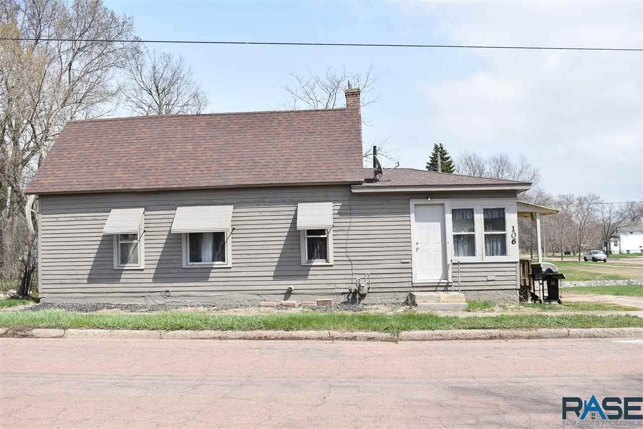 106 Lincoln Ave N - Photo 1