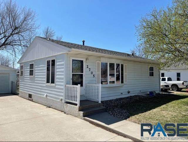 2705 W Madison St, Sioux Falls, SD 57104 (MLS #22102422) :: Tyler Goff Group