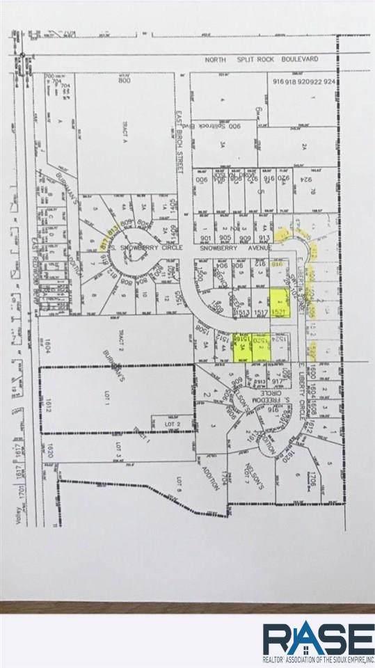 1520 E Birch St, Brandon, SD 57005 (MLS #22102536) :: Tyler Goff Group