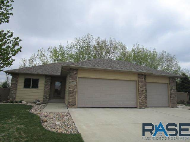 5232 S Woodsedge Trl, Sioux Falls, SD 57108 (MLS #22102808) :: Tyler Goff Group
