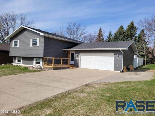 611 19th St, Watertown, SD 57201 (MLS #22103076) :: Tyler Goff Group