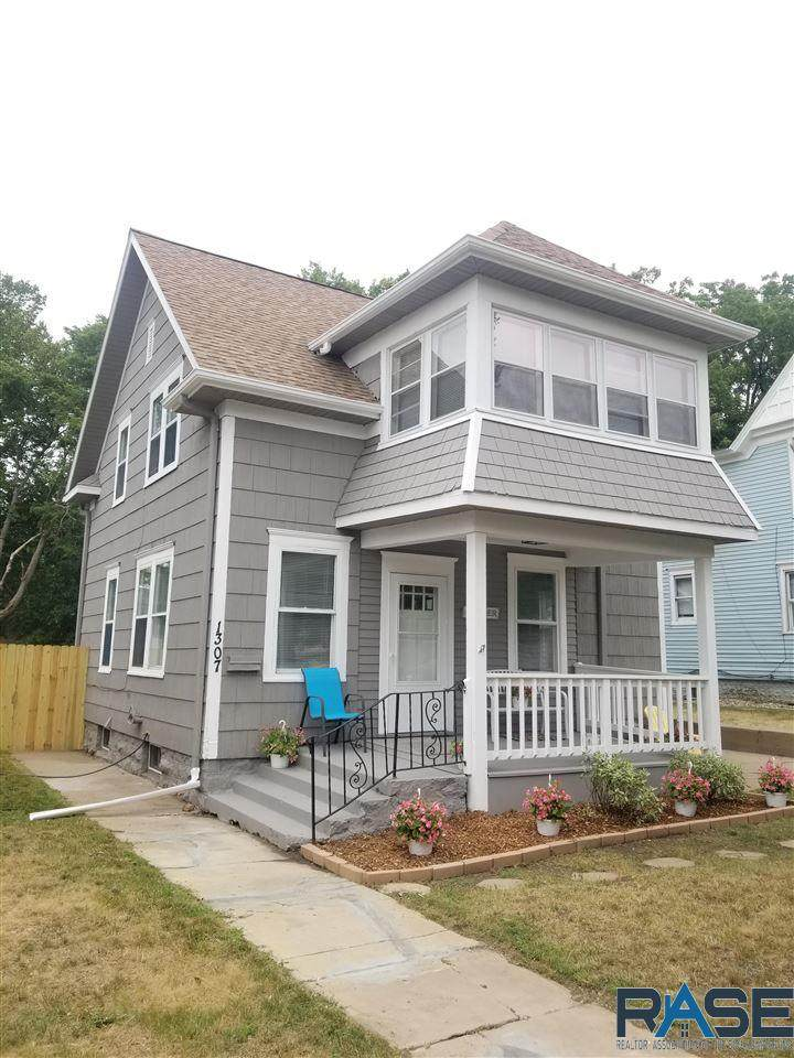 1307 Spring Ave - Photo 1
