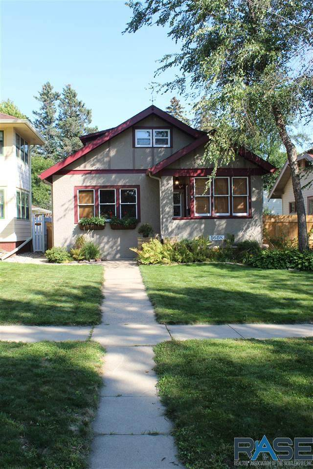 1608 S 1st Ave, Sioux Falls, SD 57105 (MLS #22105727) :: Tyler Goff Group