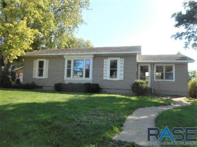 905 E 3rd St, Canton, SD 57013 (MLS #22106211) :: Tyler Goff Group