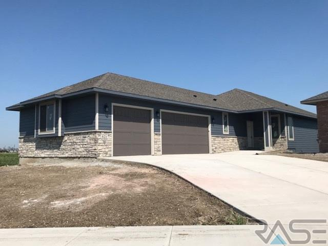 821 E 77th St, Sioux Falls, SD 57108 (MLS #21801027) :: Tyler Goff Group