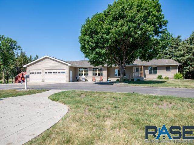 25451 407th Ave, Mitchell, SD 57301 (MLS #22103631) :: Tyler Goff Group